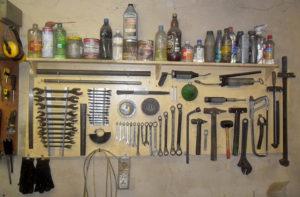 hranenie instrumenta 1 300x197 - Съемники своими руками для гаража