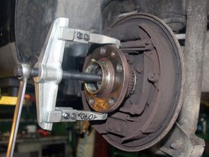 snyatie podshipnikov 300x225 - Съемники своими руками для гаража
