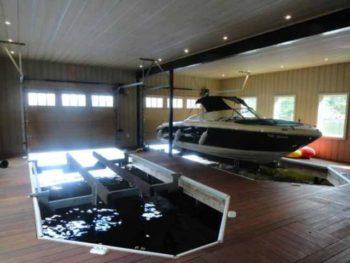 гараж для лодки или катера