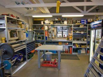 мастерская в помещении гаража
