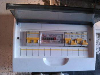 щиток с электросчетчиком в гараж