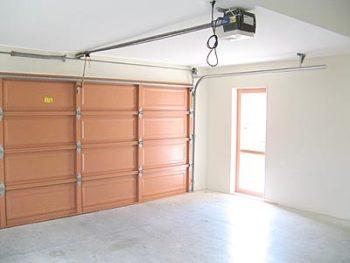 автоматические ворота в гараже